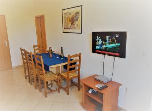 16-apartments-vrtlici-a3-dining-roome2061e1c-d571-ff92-542f-b0b823abfc8a
