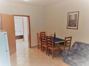 4_apartments_vrtlici_a1_-_picture_of_dining_room