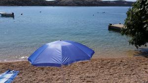 sunny-day-on-beachc60eb942-a3b5-04a4-6bfb-516129fb8e68
