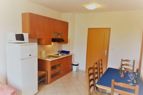 15-apartments-vrtlici-a3-kitchen911029dd-5d87-6f47-11e3-6d7e9c2991e3599EE888-E698-1F62-DA2A-F44958F5621C.jpg