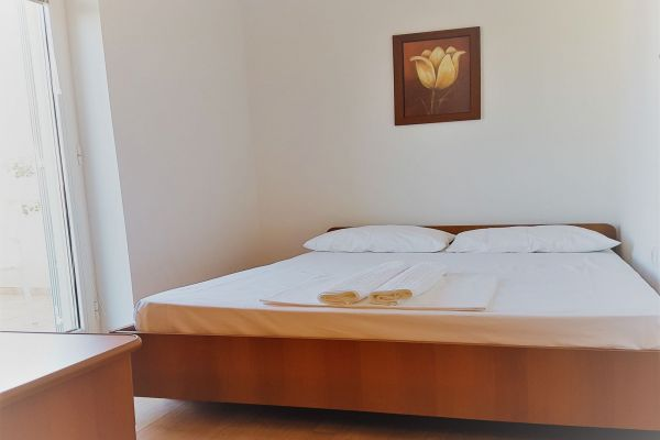 19-apartments-vrtlici-a4-sleeping-room2d5abca2-3ccc-0385-b1d7-561124d9ccacB4CDEB0A-9C8F-7C7F-6AFB-732A4477A4D0.jpg