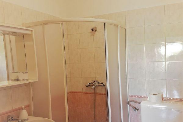 5-1-1-apartments-vrtlici-a3-bathroom71505b0f-4691-7698-17f8-eb39ee35b39dF30D9017-AF71-61E5-0A30-4C86874BEA41.jpg