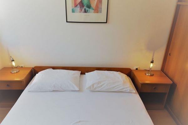 5-1-apartments-vrtlici-a3-room-double-bed65152186-f8a7-9df1-349c-0236887dc4c35E135C58-A5A3-DD7D-B410-22477FBC7480.jpg