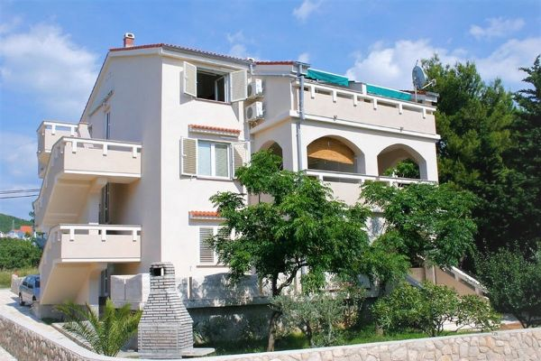 5-4-apartments-vrtlici-house4f24e609-07f5-3a52-3022-9bab4a36d064CFFC169E-BB11-7426-B7F1-729FC2CA7A9F.jpg