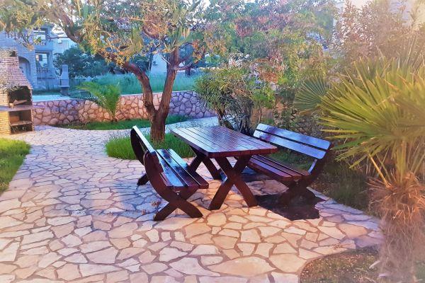 apartments-vrtlici-garden-with-bbq-wooden-tablee0dd32ce-7b2f-b334-9832-1f00923054975E6BD9B5-1E6C-DB90-2F7E-FA1ACF77E4F2.jpg
