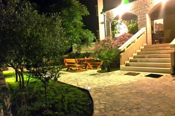 apartments-vrtlici-garden396fe67f7-8b86-7568-6a5f-b201d7a605da0FEDB09D-7304-2809-E655-DCA926152B2B.jpg