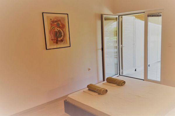 apartments-vrtlici-sleepingroom4f63d9e7-3ce7-475c-becf-9efffe947ed51C9A17FC-879B-99C8-845E-DF390BBC94EC.jpg