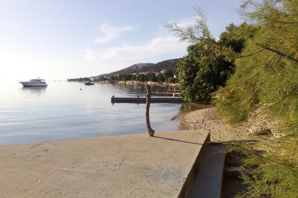 beach-in-front-of-house-784caaa9f-e068-a734-7687-6f3e91f201f83D9B23A7-E284-7662-3487-FCF16EA555F2.jpg
