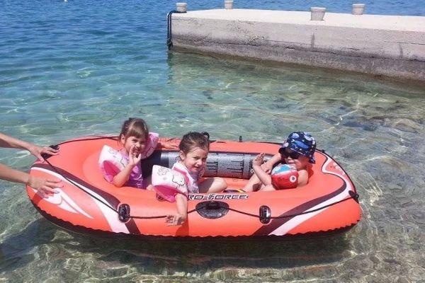 kids-have-fun-on-beach74a2bc5d-8a6f-da16-c230-f729a7c92e3e18667C9F-5C1D-49E0-094F-15CFBC79088C.jpeg